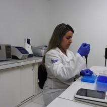 Processamento e análise de amostras no laboratório