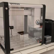 Robô de pipetagem utilizado para dar agilidade no processo de análise